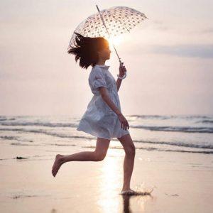 【やっちゃいけないNGファッション】雨の日のNG!ご機嫌に過ごすコツ♪梅雨時ファッションのすゝめ