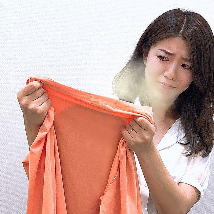【10年着るための洋服ケア】においのついた服をそのままクローゼットに片付けちゃったら、もう大変なことに!!みんなどうしてる?洋服についた臭いの対策