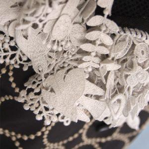 【最速でオシャレに見せる一着】まるでアートな刺繍生地・・・今、注目の展覧会「ミナ ペルホネン/皆川明 つづく」