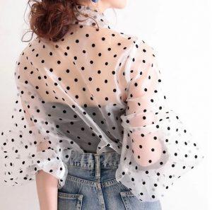 【やっちゃいけないNGファッション】トレンドカラーを取り入れた、40代のOK・NGコーデ