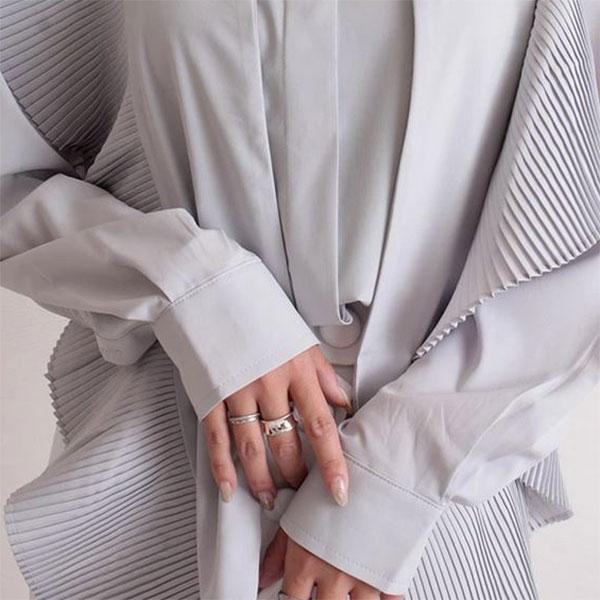 【 最速でオシャレに見せる一着】ボウタイトップスで第一印象アップ!おすすめコーディネートアイテムも♡